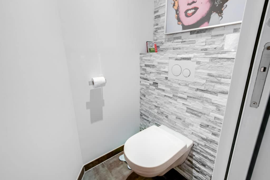renovation toilette pour un appartement contemporain